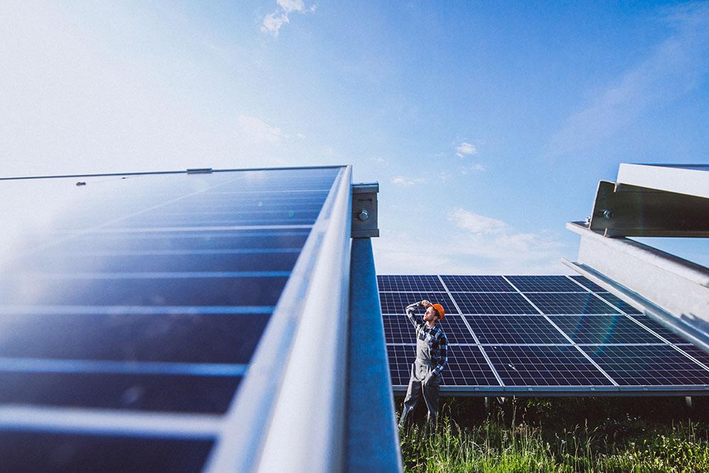Ile lat działają panele słoneczne?
