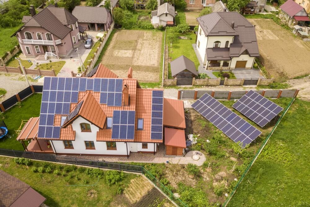 Panele słoneczne na dachu czy na ziemi?